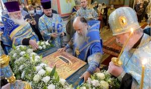 Митрополит Варсонофий совершил Всенощное бдение в храме Державной иконы Божией Матери