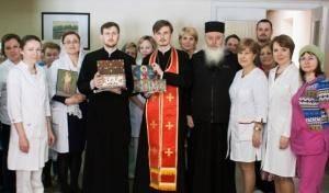 Принесение святынь из монастыря Хиландар в больницы Санкт-Петербурга