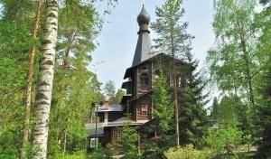 Митрополит Варсонофий возглавил Божественную литургию в Казанском храме Вырицы