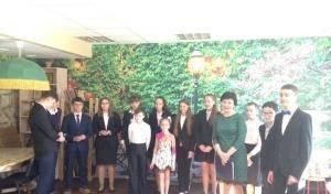 Учащиеся гимназии №628 поздравили постояльцев дома престарелых «Ялта» с Пасхой