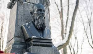 Ректор Академии на Неве совершил заупокойную литию на могиле Ф. М. Достоевского