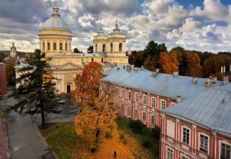 Святейший Патриарх Кирилл совершил Божественную литургию в Александро-Невской лавре